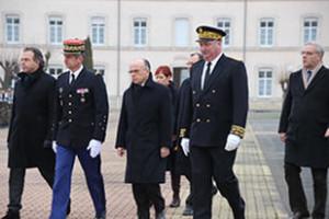 Visite-de-Bernard-Cazeneuve-Ministre-de-l-Interieur-a-Chaumont_large
